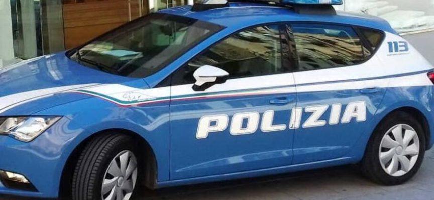Viareggio – Ruba una borsa lasciata dentro ad un'auto, interviene la volante del 113 e lo arresta.