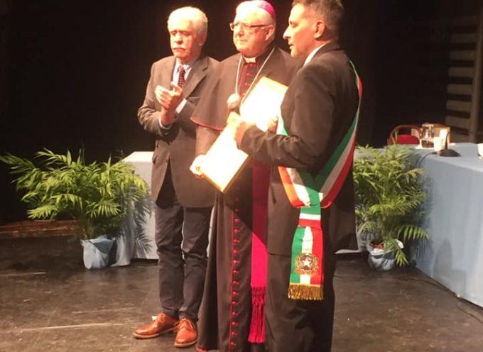 conferita ufficialmente la cittadinanza onoraria al vescovo di Pescia Roberto Filippini