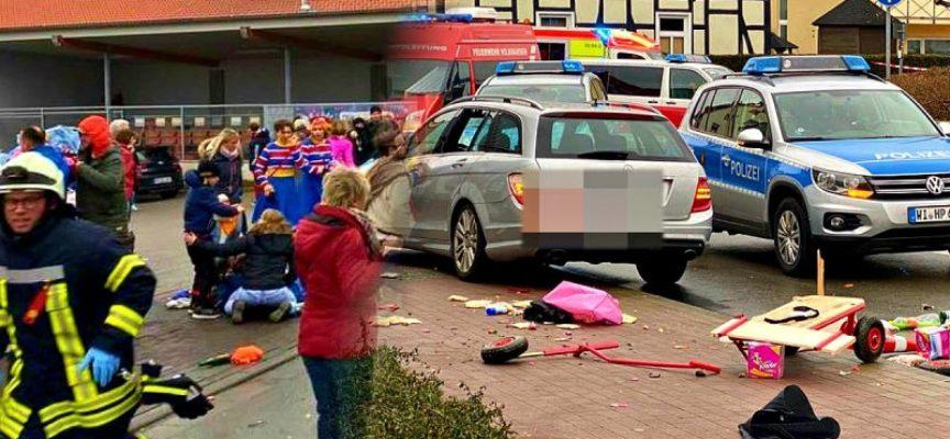 Germania, carnevale di sangue: auto piomba sulla folla