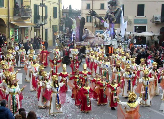 Carnevale Pietrasantino: la coreografia della contrada Marina.