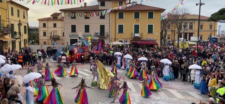 Boom di presenze per il Carnevale Pietrasantino: domenica i verdetti