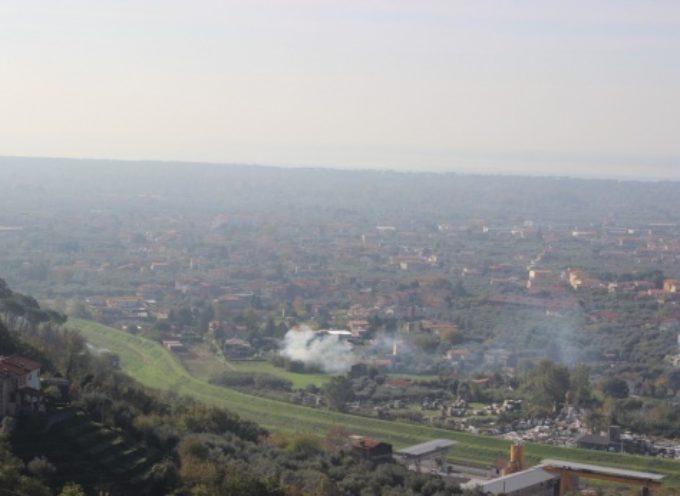 PIETRASANTA – Sicurezza: abbruciamenti vietati da sabato 21 marzo, i numeri per segnalare i fuochi