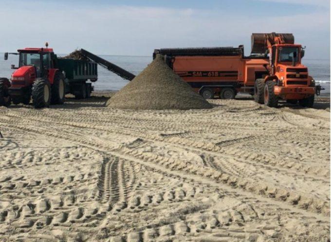 Ambiente: 400 tonnellate di lavarone su litorale, iniziata vagliatura-rimozione da parte Comune-Ersu