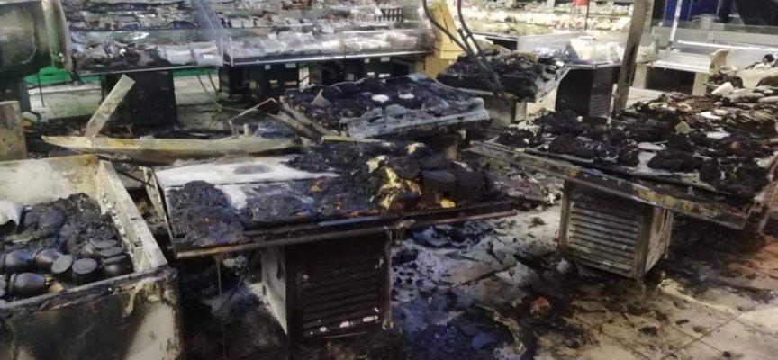 Incendio alla Coop di Seravezza