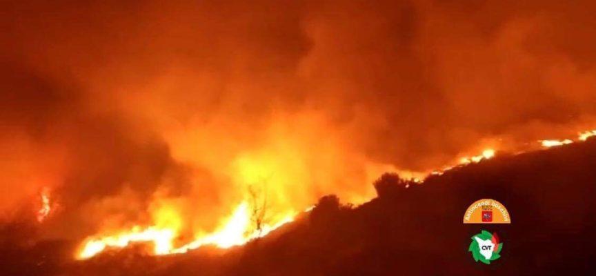 Incendio a Campo all'Orzo, vicino ai boschi del Monte Matanna