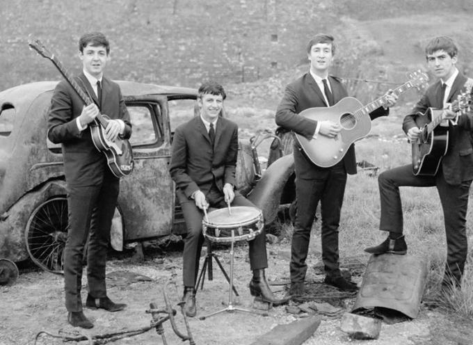 BEATLES – Erano ancora solo una promettente band di Liverpool, quando il 22 marzo 1963, uscì in Gran Bretagna il loro primo album: