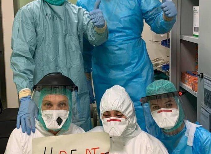 La Curva Ovest ha consegnato al San Luca presidi, come termometri, gel disinfettante e dispositivi di protezione per il personale (copriscarpe, mascherine).