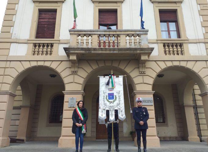 ALTOPASCIO – Giornata di lutto nazionale per le persone venute a mancare a causa del Coronavirus.