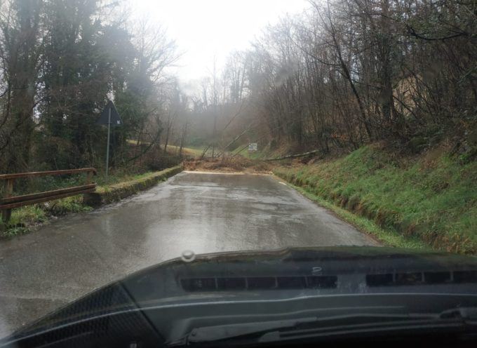 Chiusa al traffico la sp48 che collega Castiglione di Garfagnana a Villa Collemandina