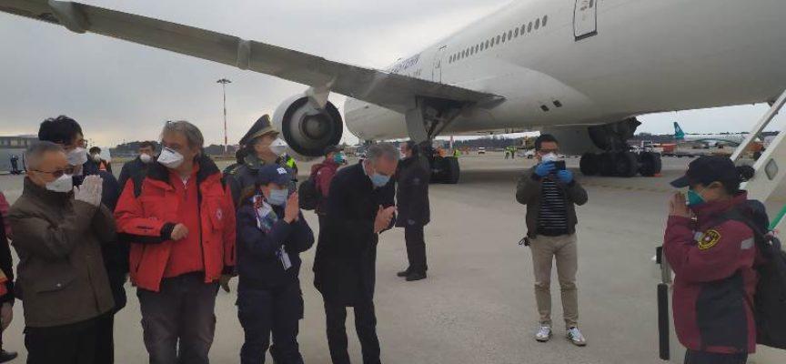 """Rossi ha accolto a Malpensa la delegazione cinese: """"Solidarietà e cooperazione armi decisive"""""""