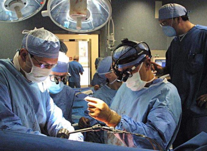 Nasconde i sintomi del coronavirus per non rimandare l'operazione al naso: ora rischia 12 anni di carcere