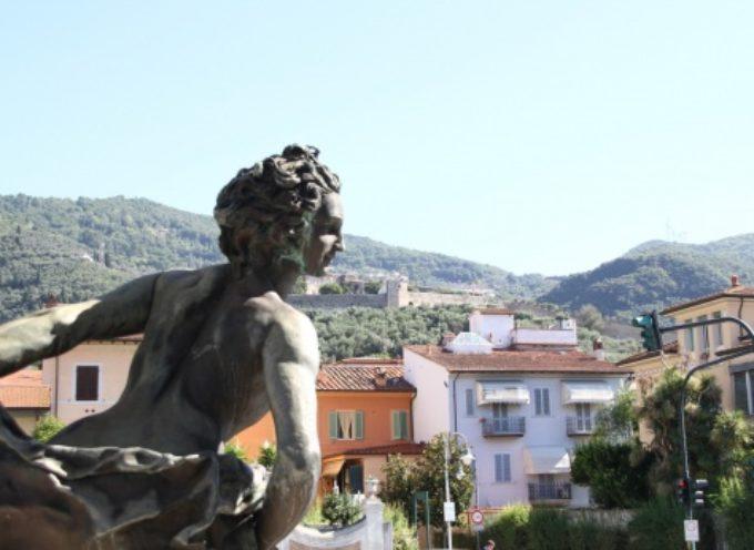 scultura Tommasi all'ex mercato coperto tornerà al suo posto, sarà restaurata e posizionata di fronte nuovo Museo Mitoraj
