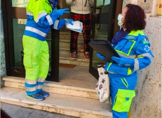 PIETRASANTA – entro venerdì consegnate porta a porta 50mila mascherine, 120 tra volontari e contradaioli contro truffatori e ladri