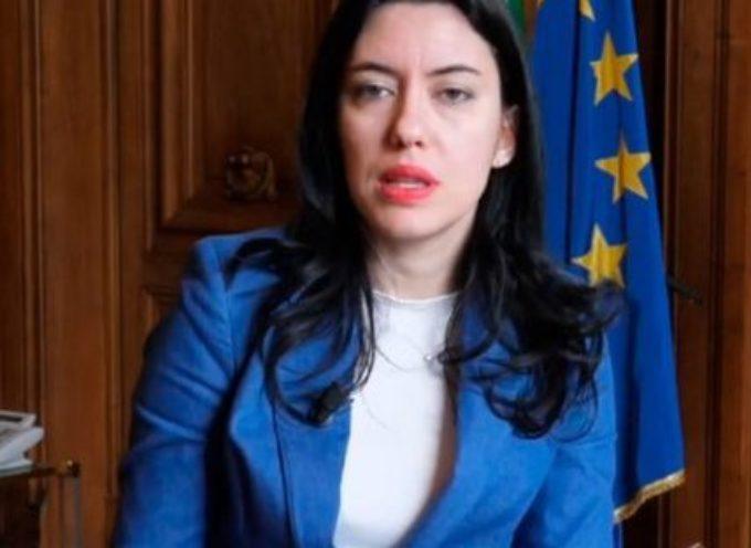 """Scuola, novità Azzolina: """"Non si torna a maggio"""""""