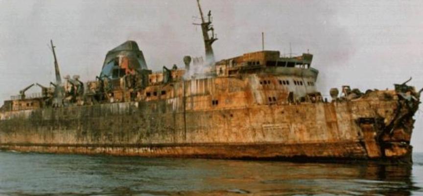 """ACCADDE OGGI – 10/04/1991 ore 22.25 la petroliera Agip Abruzzi, al largo del porto di Livorno, lancia il """"may day""""."""