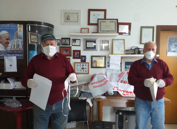 La consegna avviene direttamente a casa dei cittadini di Altopascio: la busta con le mascherine viene inserita nella cassetta delle lettere.