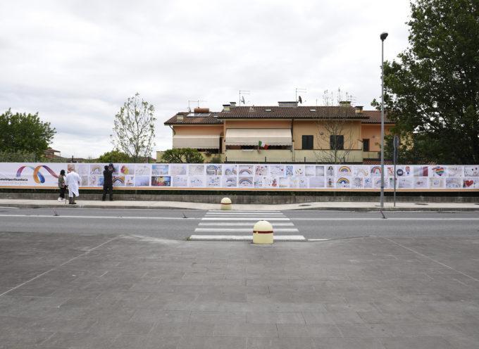 Lucca: uno striscione di 30 metri per dire grazie agli operatori dell'ospedale San Luca