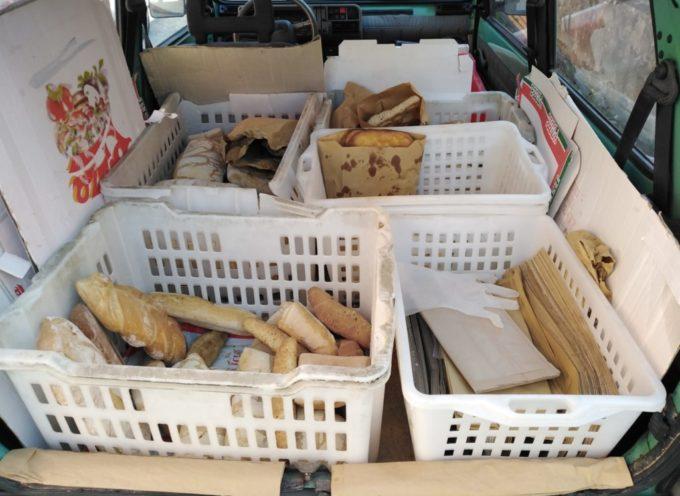 Vendeva il pane a domicilio senza autorizzazione nè precauzioni; denunciato