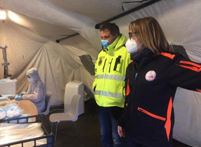L'assessore regionale alla protezione civile Federica Fratoni a Pescia visita con Giurlani il centro operativo comunale