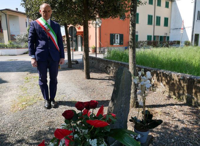75° anniversario della Liberazione, il sindaco Menesini ha reso omaggio alla lapide nel piazzale della chiesa di San Cristoforo a Lammari