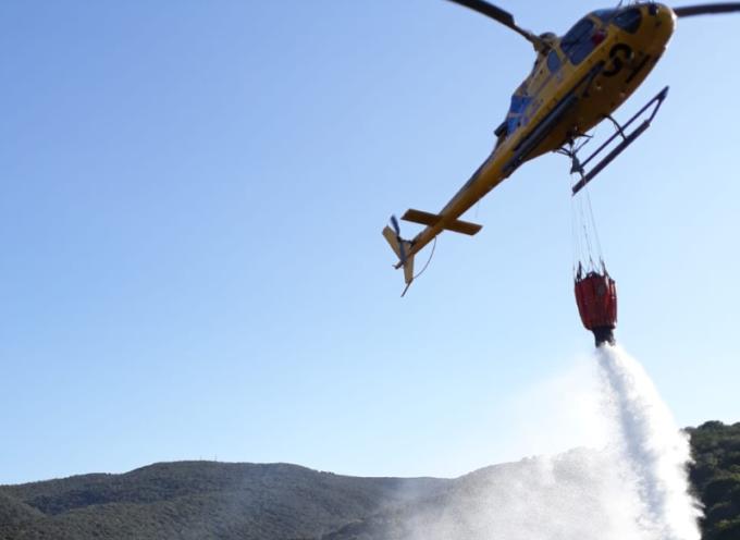 Incendi, riprese le fiamme a Balzonero, un elicottero sul posto