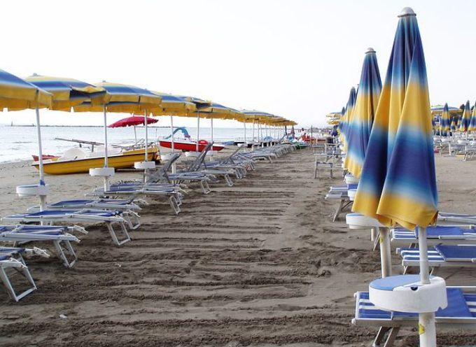 """il sito di Palazzo Chigi chiarisce: """"Chi abita al mare può andarci e fare il bagno"""""""
