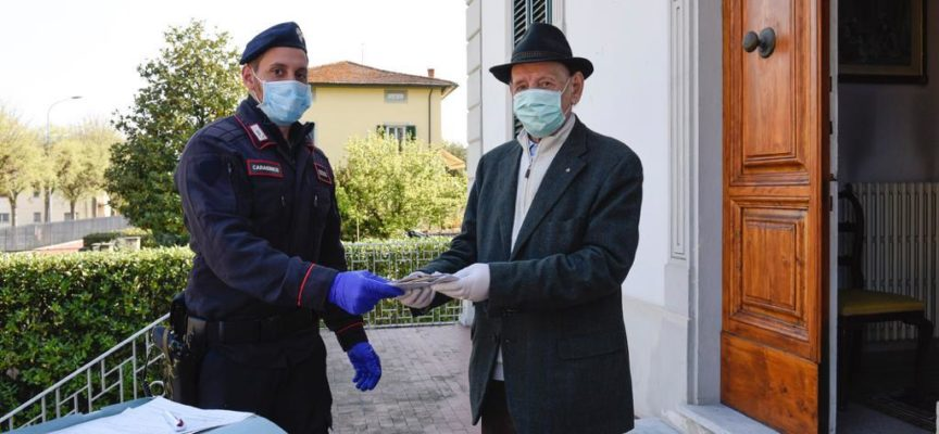 I Carabinieri   ritirano e consegnano la pensione a un 92/enne di San Pietro a Vico
