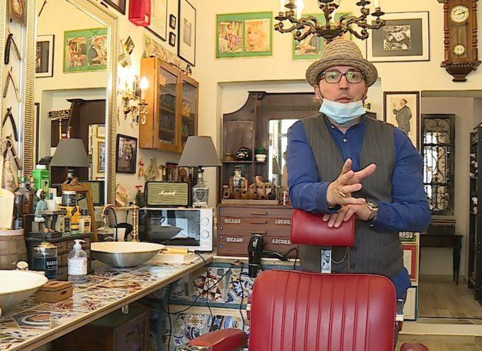 """La denuncia dei barbieri: """"Un altro mese di chiusura agevola gli abusivi"""""""