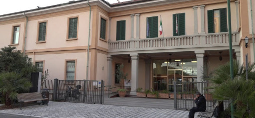 Sette casi di Covid-19 al San Camillo: fermate le attività; ira del sindaco per il silenzio della clinica