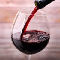 vino rosso ai pesticidi, trovate tracce fino a 9 fitofarmaci nella stessa bottiglia di Chianti
