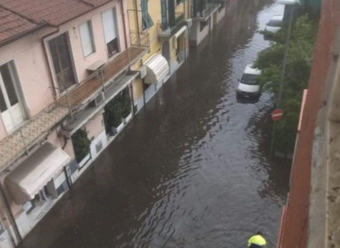 Violento temporale e Marina di Carrara va sott'acqua