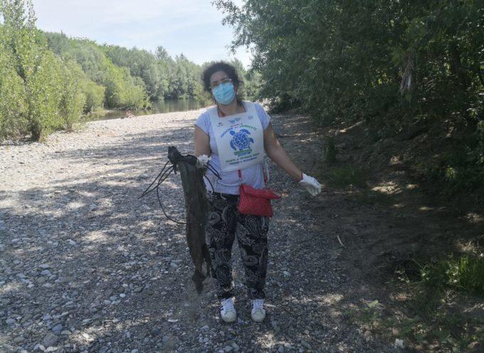 """a Nave, l'associazione """"Percorso in fattoria"""" ha raccolto i rifiuti abbandonati trovati lungo il Fiume"""