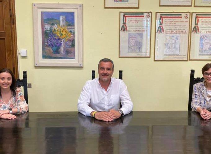 PORCARI –  Fabrizia Rimanti ha rimesso le sue deleghe e nella squadra di governo è entrata la consigliera Eleonora Lamandini,