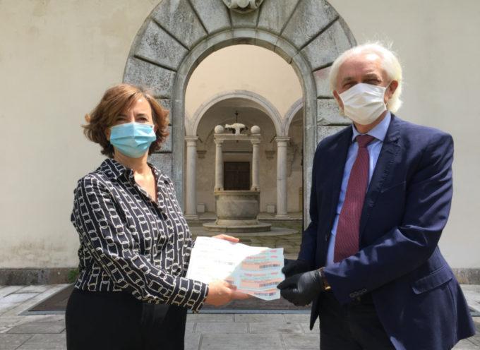 il sindaco Tarabella ha ricevuto i buoni spesa donati dal Rotary Club Viareggio Versilia
