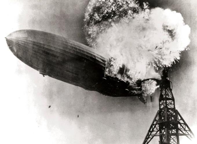 6 maggio 1937: lo Zeppelin Lz 129 Hindenburg esplode durante le manovre di atterraggio in New Jersey.