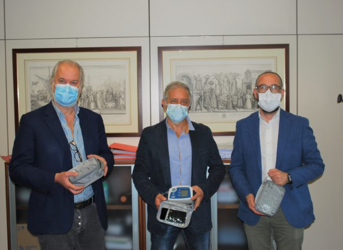 Dalla Fondazione Cassa Risparmio donati 77 kit per la rilevazione dei parametri medici a distanza ai distretti di Lucca, della Versilia e della Valle del Serchio