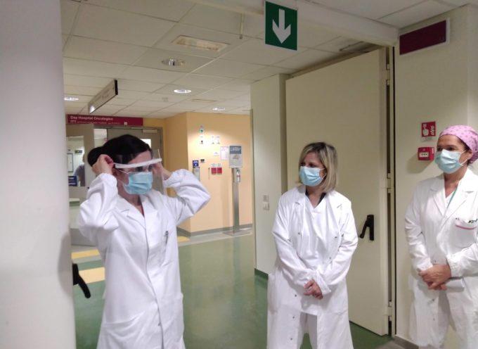"""L'Associazione """"La Città delle Donne"""" dona 250 visiere all'ospedale """"San Luca"""" di Lucca"""