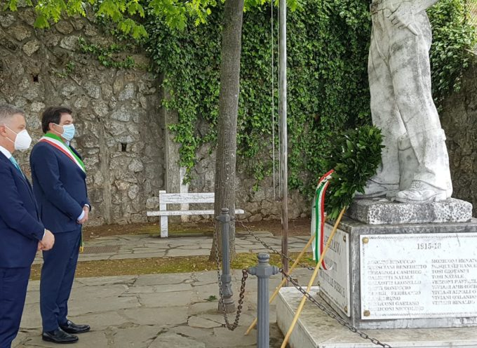 Sindaco Giovannetti e Senatore Mallegni al Monumento lavoratori Capezzano Monte,