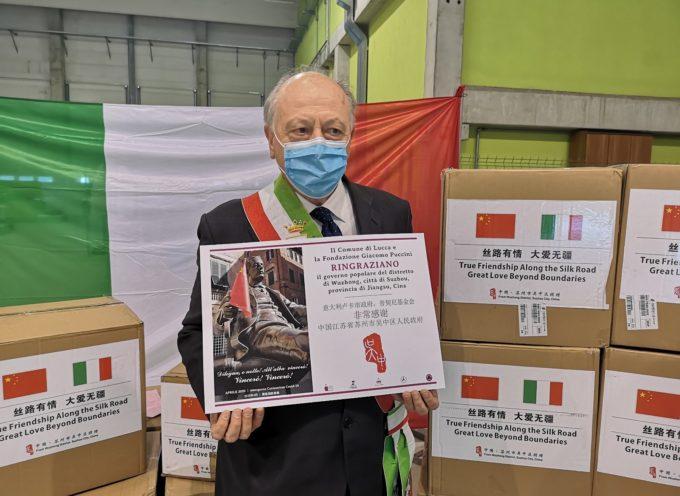 Consegnate 50mila mascherine chirurgiche e 200 termometri dono dall'amministrazione del distretto di Wuzhong in Cina a Lucca
