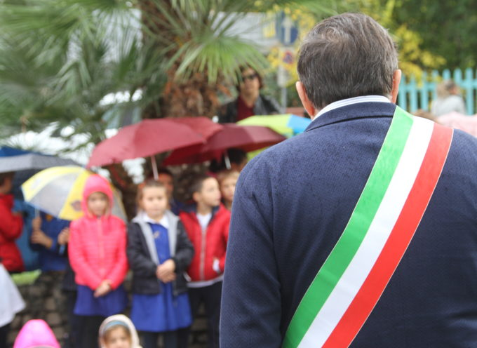 il sindaco di Pietrasanta Giovannetti ai genitori, troppi ragazzini a giro