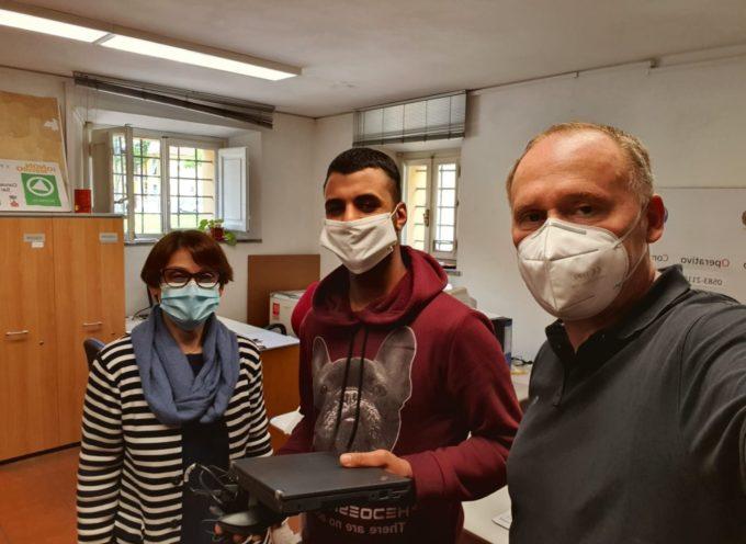Didattica a distanza, computer e tablet usati per le famiglie di Porcari in difficoltà