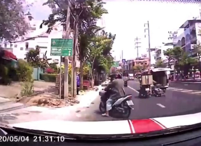 Ambulanza perde il paziente per strada mentre corre in ospedale e il video inedito dell'assurdo incidente diventa virale.
