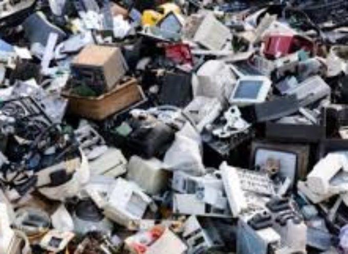 Rallenta la raccolta dei rifiuti Raee in Italia