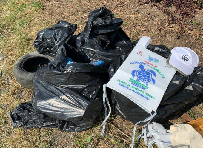 Il WWF ha ripulito un tratto del Fiume dai rifiuti abbandonati.