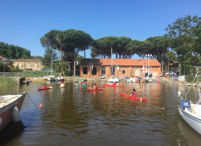 Anche i ragazzi del Circolo Kayak Versilia sabato si sono impegnati per rimuovere i rifiuti abbandonati nell'ambiente.