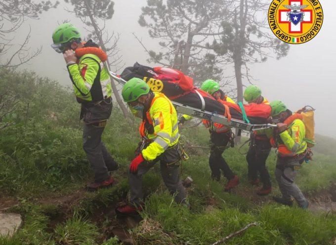 Oggi siamo intervenuti in località Foce a Giovo nel comune di Bagni di Lucca per soccorrere un'escursionista di 44 anni che ha riportato un trauma alla caviglia.