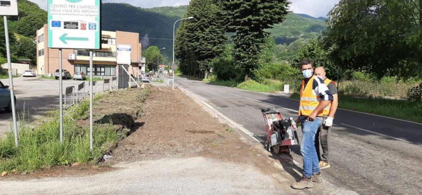CASTELNUOVO DI GARFAGNANA – Iniziati i lavori di miglioramento della sicurezza stradale sul tratto urbano SP13 di Arni, Via G. Pascoli.