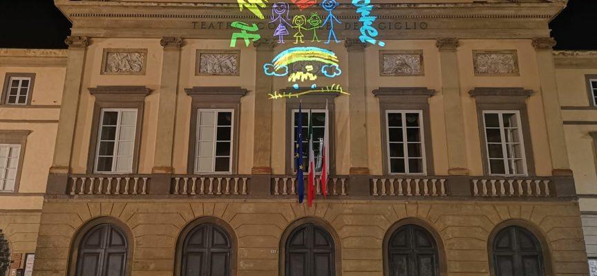 La facciata del Teatro del Giglio è illuminata per tre giorni