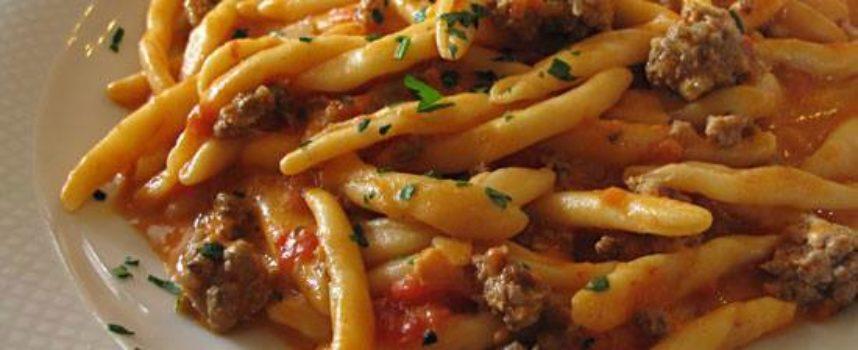 pastasciutta di oggi, piatto unico. la PASTA SALSICCIA E FUNGHI