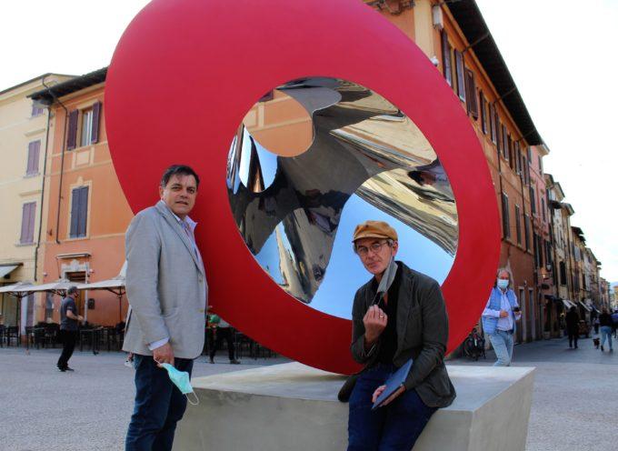 Arte: scultura-evento a Pietrasanta (Lu) dell'artista Prasto dedicata a medici,